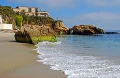 Pärlemorfärg gatastrand, Laguna Beach, Kalifornien. Royaltyfria Bilder