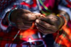 pärlstavslistmasaikvinna Arkivfoton