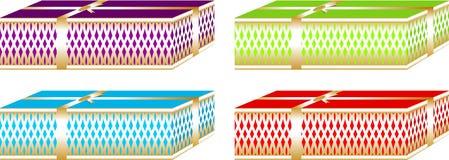 Prości i eleganccy Bożenarodzeniowi prezentów pudełka, dekorujący z posrebrzonym faborkiem wokoło one czerwoni i zieleni kolory Zdjęcie Stock