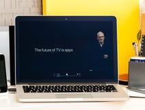 Pro avenir Tim Cook d'Apple TV de présentation de barre de contact de Macbook Photos libres de droits