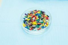 Pro chandelles universelles dentaires réglées Exercices pour le traitement de canal radiculaire Boîtes endodontic d'art dentaire  image libre de droits