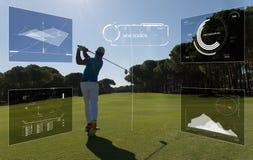 Pro golfowy gracz strzelał piłkę od piaska bunkieru Obraz Royalty Free