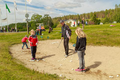Pro instructing children on bunker situations Royalty Free Stock Photos