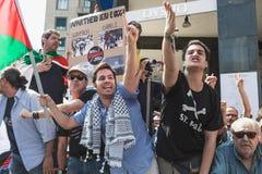Pro-palästinensische Demonstranten wetteifern die jüdische Brigade Lizenzfreie Stockfotografie