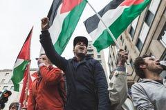Pro-palästinensische Demonstranten wetteifern die jüdische Brigade Stockfotografie