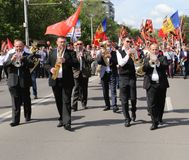 Pro--ryss supportrar ankommer på den Chisinau minnesmärken Royaltyfria Bilder