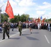 Pro--ryss supportrar ankommer på den Chisinau minnesmärken Arkivbilder