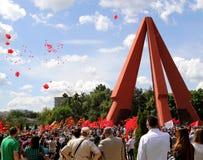 Pro--ryss supportrar ankommer på den Chisinau minnesmärken Royaltyfri Bild