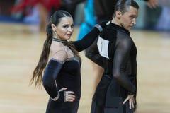 Pro-sind Paare von Pavlo Vinichenko und von Olena Lutskiv Perform Pro-Am Super-Schalen-internationalem lateinischem Programm stockfotos