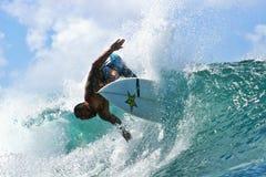 Pro surfista Garcia pieno di sole che pratica il surfing in Hawai Immagini Stock