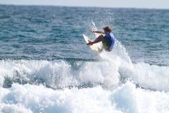 Pro tombe del Dylan del surfista Fotografie Stock