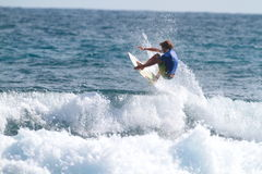 Pro tombes de Dylan de surfer photos stock