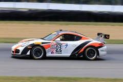 Pro voiture de course de Porsche Cayman sur le cours image libre de droits
