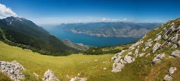 Probabilidade bonita da parte superior da montanha do baldo do monte, Italia imagens de stock royalty free