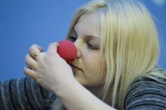 Probeer op de neus van de clown stock afbeeldingen