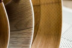 Proben des Linoleums Schnitt und Legen von Fußbodenbelag Lizenzfreies Stockfoto