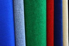 Proben von bunten Teppichen Stockbild