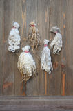 Proben von natürlichen gewellten Schafen scheren die Faser, die an Bord angebracht wird Lizenzfreie Stockbilder