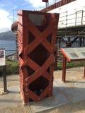 Probieren Sie Stücke Golden gate bridges nach Erdbebensimulation stockfotos