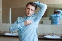 Problème avec la transpiration - hyperhidrosis Images stock