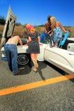 Problème de voiture de filles de partie Photos stock