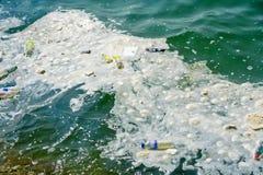 Problème en plastique de pollution environnementale de déchets photo libre de droits