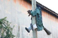 Problèmes de vol avec le balai pour une sorcière Photos stock