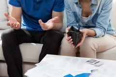 Problèmes financiers dans le mariage Photographie stock libre de droits