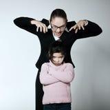 Problem för tvist för kvinnabarnkonflikt royaltyfri bild