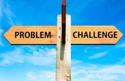Problem gegen Herausforderungsmitteilungen, Lösen- von Problemenbegriffsbild Stockbild