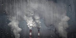 Problem związany z ochroną środowiska, szklarniany skutek kominy dymiący obraz royalty free