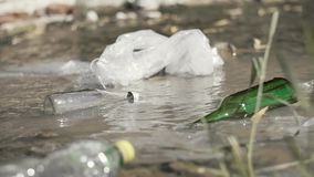 Problema ambientale di inquinamento delle acque archivi video