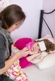 Problema con la febbre della figlia Fotografia Stock Libera da Diritti