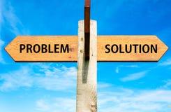 Problema contra mensajes de la solución, imagen conceptual de la solución de problemas Foto de archivo libre de regalías