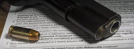 Problema sanitario di salute mentale sulla verifica degli antecedenti per una pistola Fotografie Stock Libere da Diritti