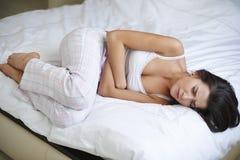 Problemas com dor de estômago Fotografia de Stock Royalty Free