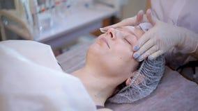 Problemas con la piel de la cara, tratamiento de la piel almacen de video