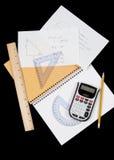 Problemas de matemáticas manuscritos e instrumentos Fotos de archivo libres de regalías