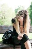 Problemas reales - mujer joven preocupante Foto de archivo libre de regalías