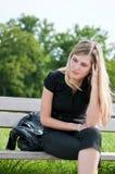 Problemas reales - mujer joven preocupante Foto de archivo