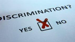 Problemas sociales de la discriminación, respuesta ambigua a la cuestión de la discriminación almacen de metraje de vídeo