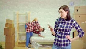 Probleme beim Bewegen, Rückenverletzung stock video