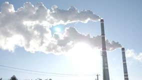Problemi della terra Camini di fumo della fabbrica Concetto di problema ambientale Inquinamento atmosferico Grandi città Vista di archivi video