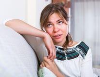 Problemi di pensiero del obout della giovane donna Fotografia Stock Libera da Diritti