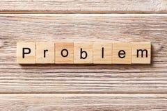 Problemwort geschrieben auf hölzernen Block Problemtext auf Tabelle, Konzept Lizenzfreie Stockfotografie