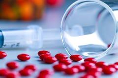 Procès de drogue dans la salle de laboratoire photographie stock libre de droits