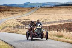 Procès de fiabilité de voiture de vintage par le Northumberland photo stock