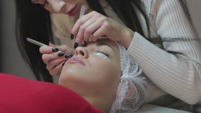 Procedimento da extensão da pestana Olho da mulher com pestanas longas filme