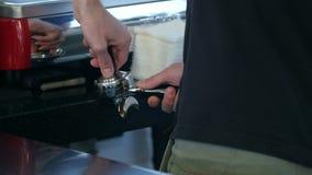 procedimento de fabricação do café da máquina automática do café filme