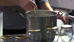 Procedimento de fabricação do queijo video estoque